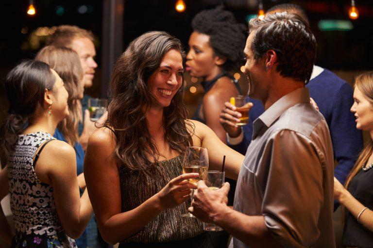Partyzone Flirten - Die Top und Flop Bereiche zum Flirten