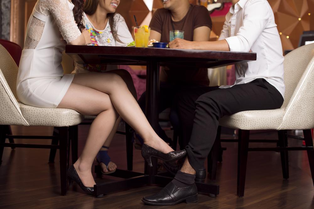 Снимки девушек под столом, порно видео огромные дойки смотреть онлайн